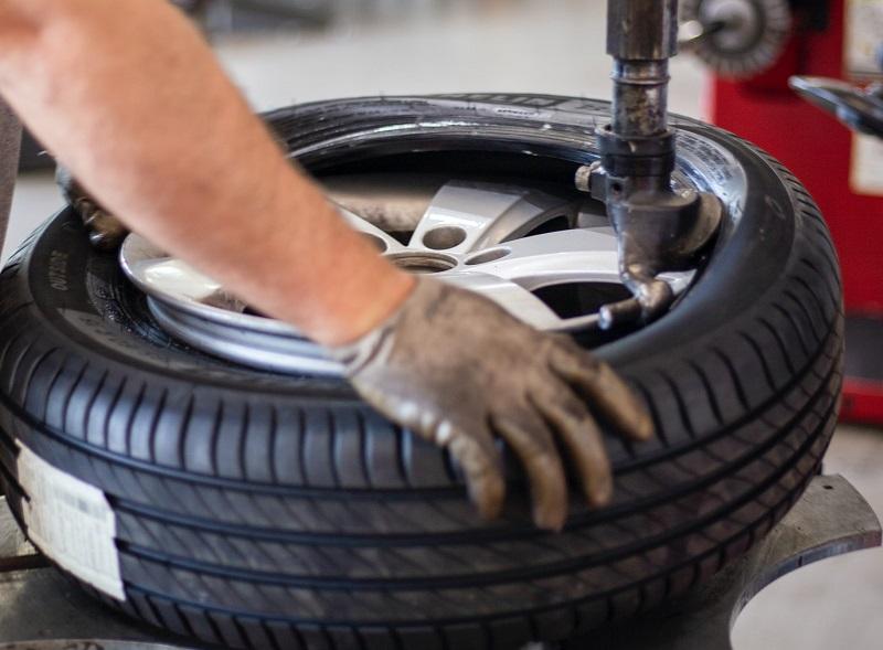 【実体験】タイヤ交換時にハブボルトが折れてしまった!交換工賃を相見積もりしてみた